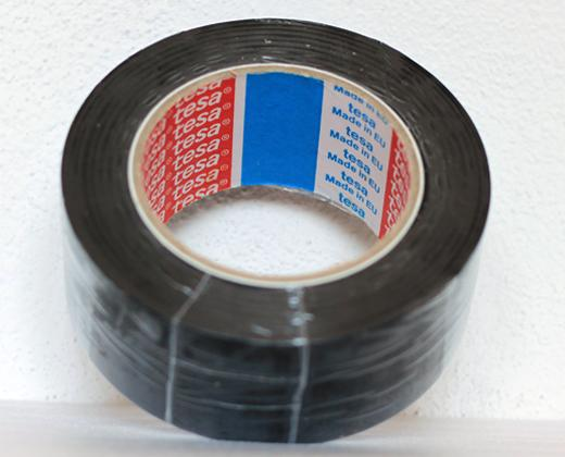 Podlahová lepicí páska TESA síla 180 µm - ČERNÁ
